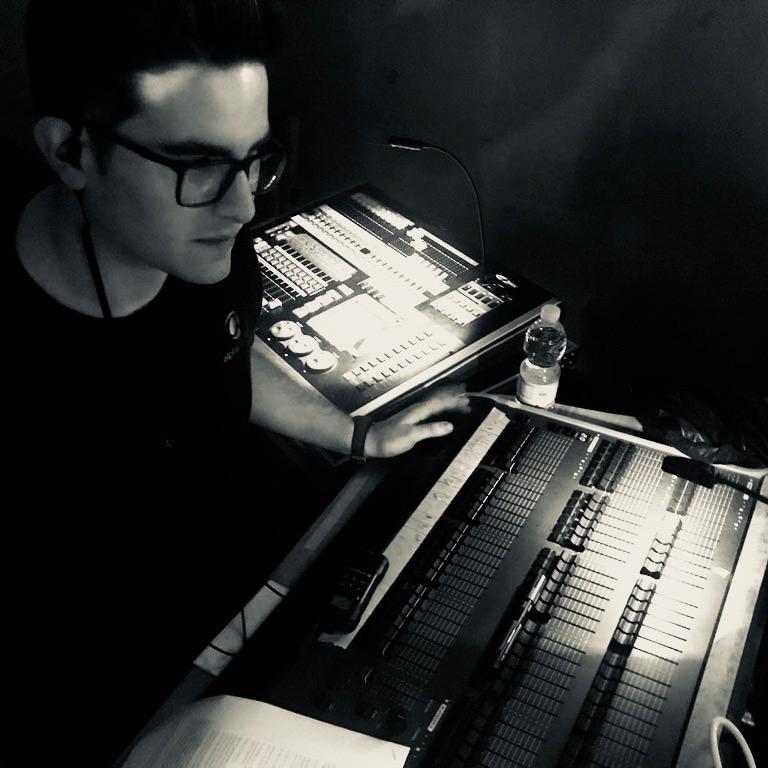 alex-tecnico-de-luces-alpha-sonido 2